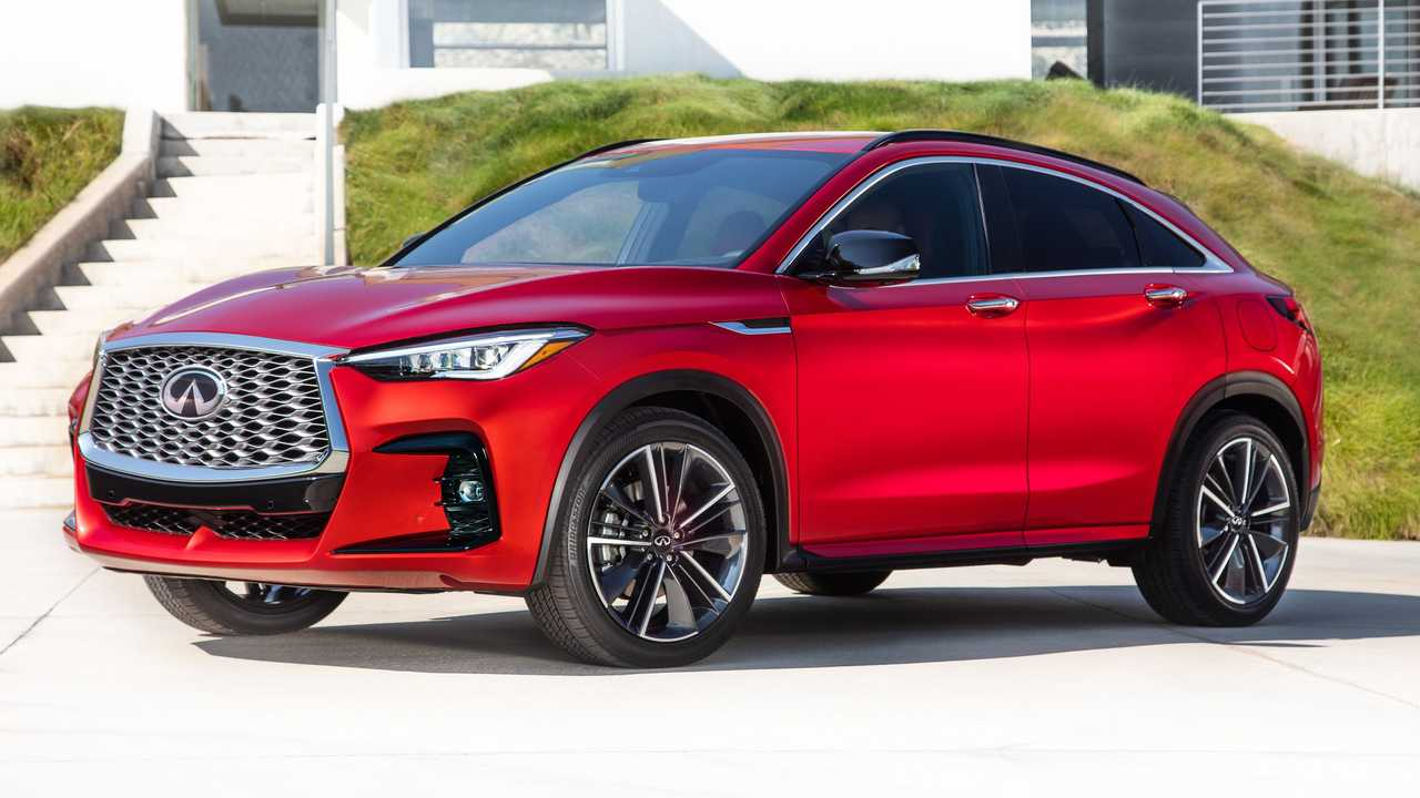 2022 Infiniti QX55 Three Quarters Hill Behind