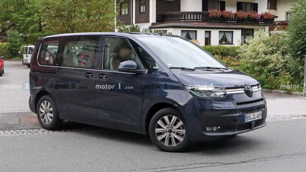 VW T7 Multivan Plug-in-Hybrid (2021) als Erlkönig erwischt