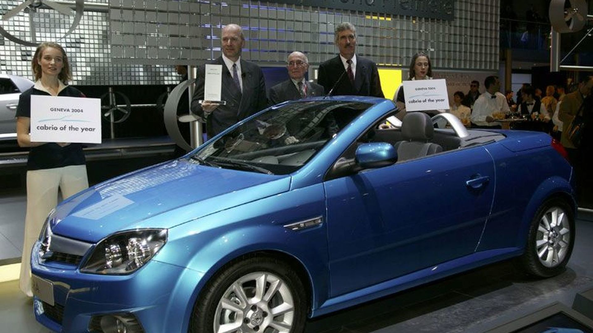 New Opel Tigra Twintop Voted Cabrio Of The Year 2004 Motor1 Com Photos