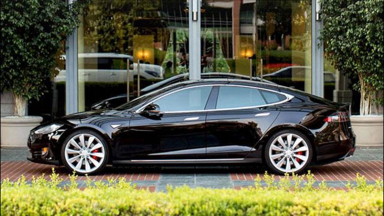 [Copertina] - Tesla sorpassa i politici e si allea con hotel e ristoranti