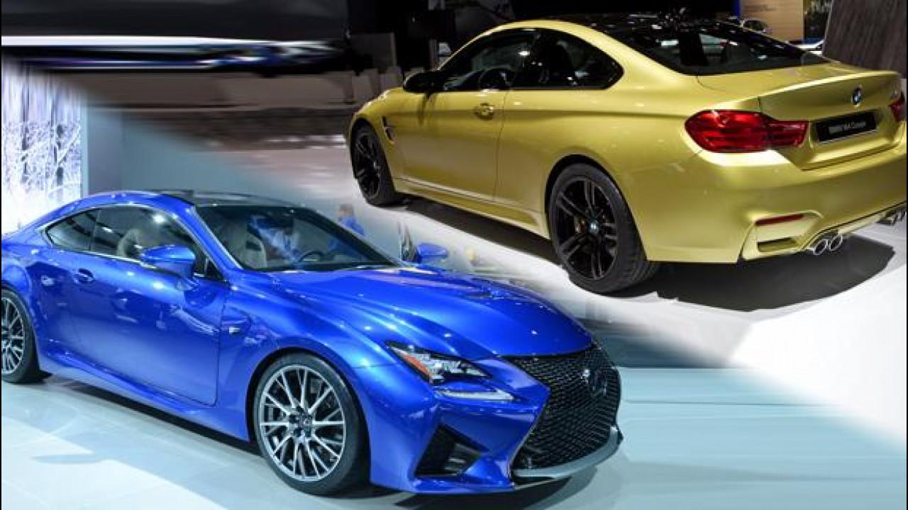 [Copertina] - BMW M4 vs Lexus RC F, la sfida inizia sotto i riflettori di Detroit