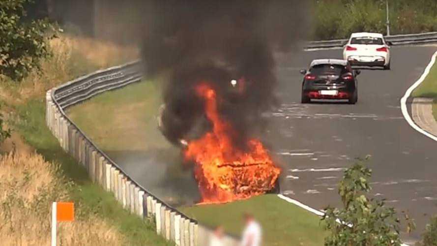 VIDÉO - Une Porche 911 GT3 s'embrase sur le Nürburgring