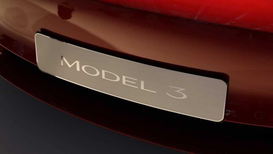 La Tesla Model 3 sbarca a Milano per l'anteprima italiana
