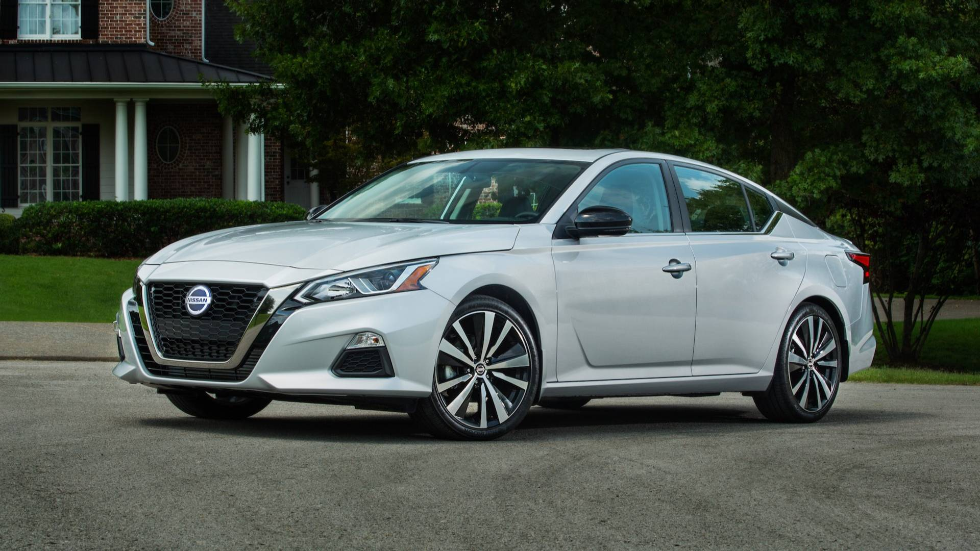 2019 Nissan Altima Starts At 23 750 Turbo Goes For 29 150
