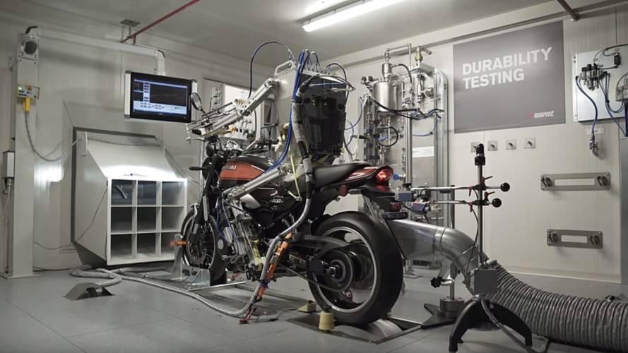 Akrapovic'in motosiklet kullanan robotunu izleyin