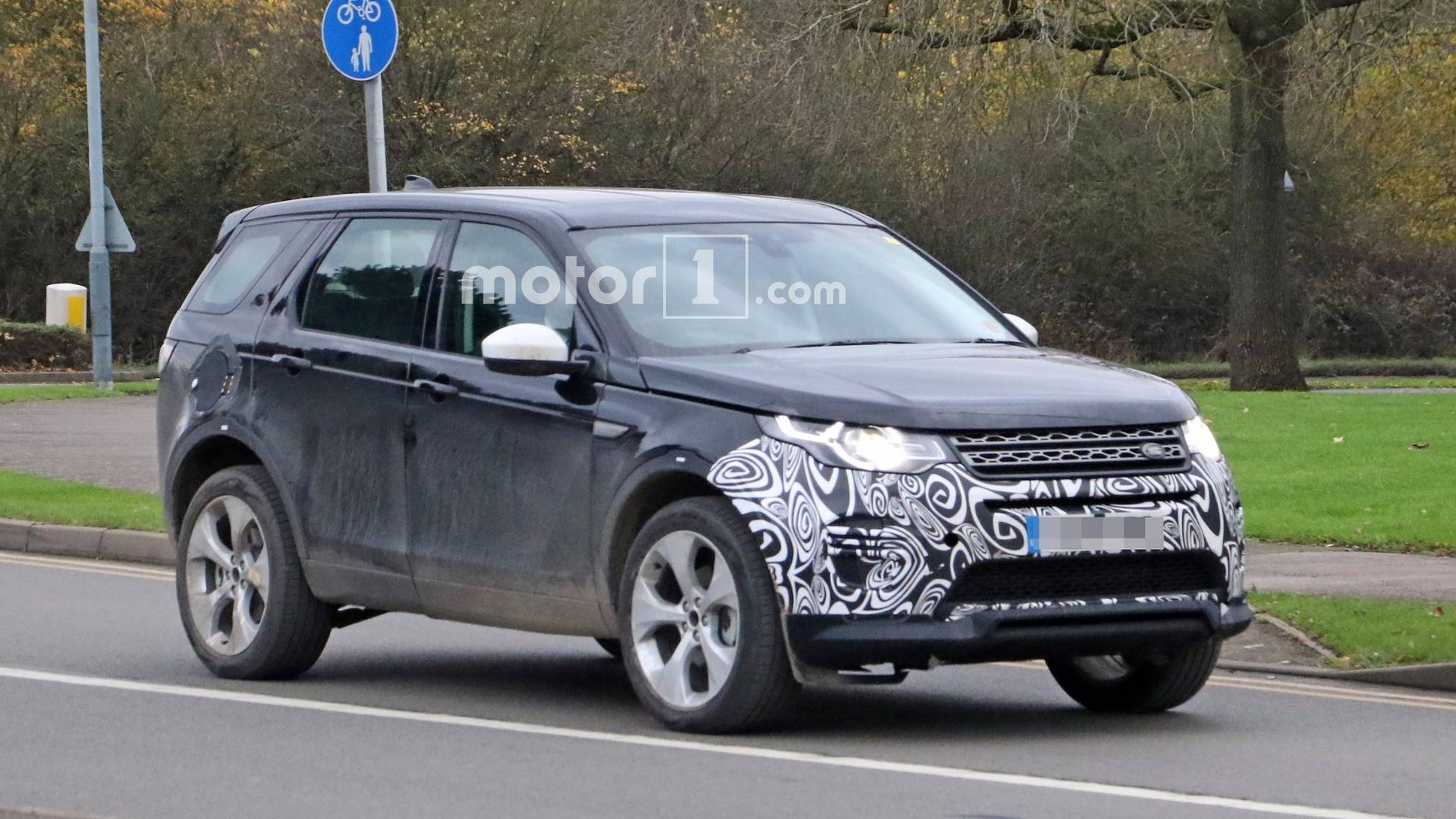 2020 Land Rover Discovery Is Built On The New Architecture >> Land Rover Caught Already Working On Next Gen Discovery Sport