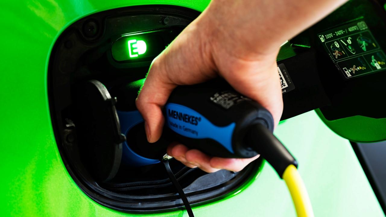 [Copertina] - Pubblica amministrazione, solo auto elettriche dal 2020