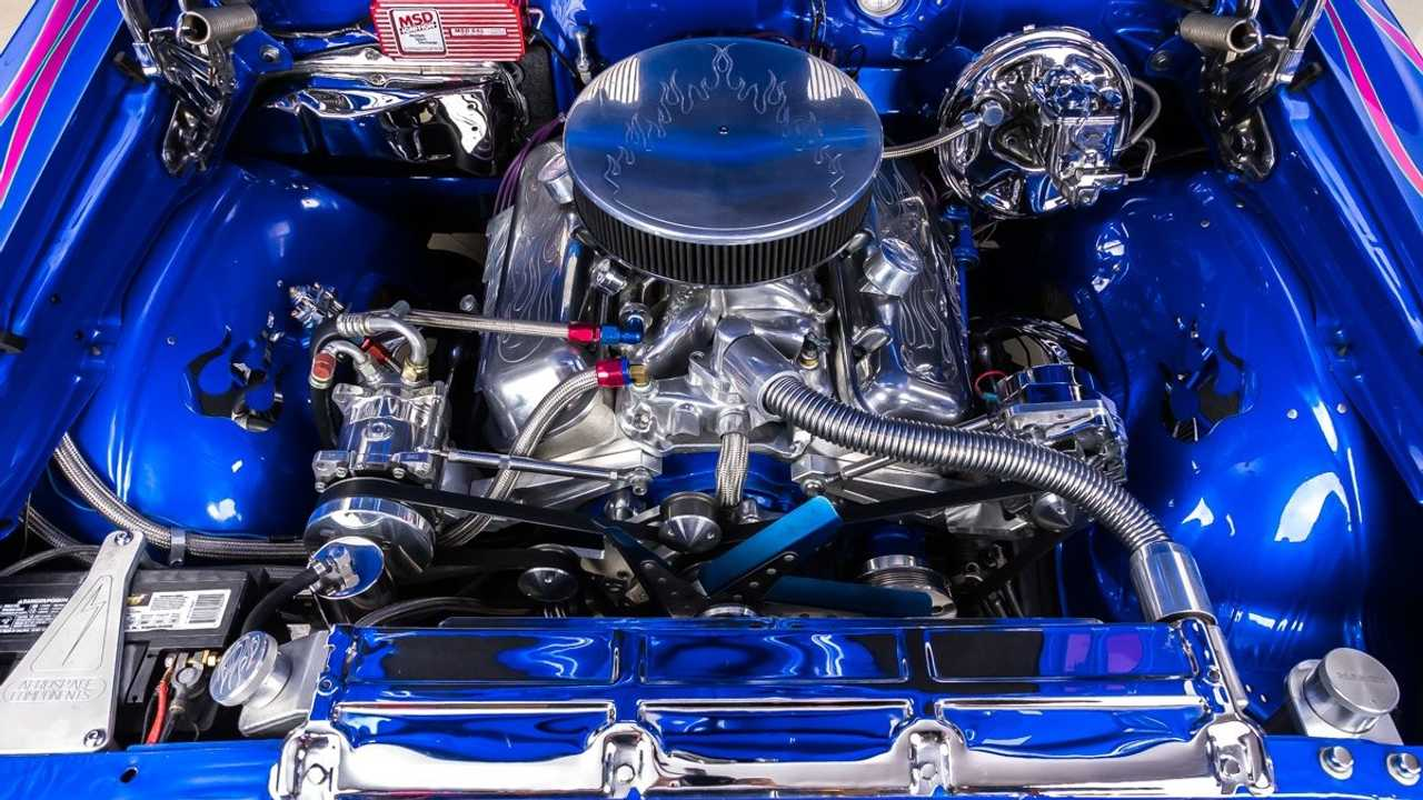 Flaming Hot Blue Pearl 1968 Chevrolet Chevelle Restomod