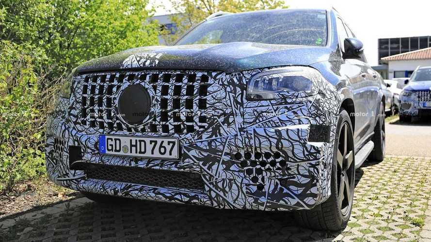 Mercedes-AMG GLS 63 spy photos