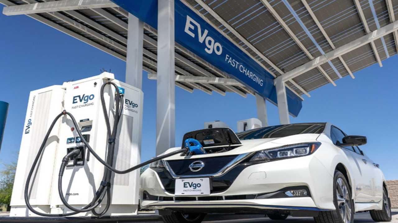 Nissan LEAF fast charging (CHAdeMO) at EVgo station