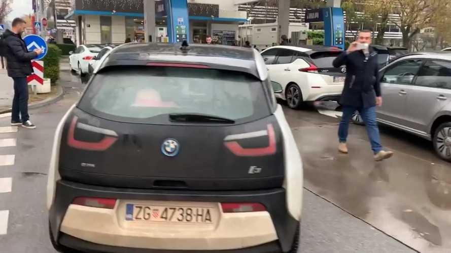 Proprietários de EV croatas fazem donos de carros provar seu próprio remédio