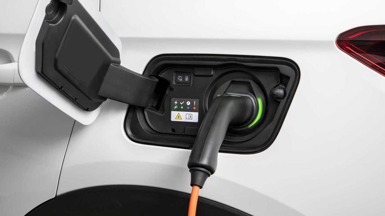 Opel Grandland X Hybrid charging