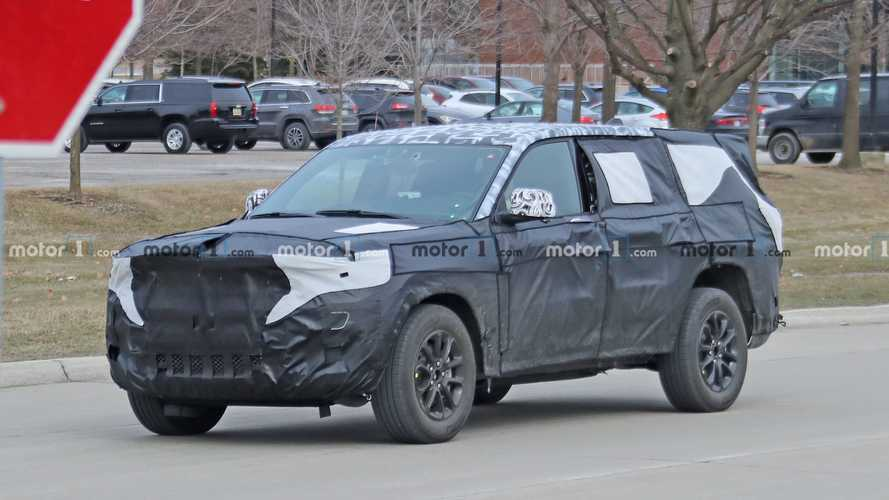 Jeep Grand Cherokee With Three Rows Spied For First Time