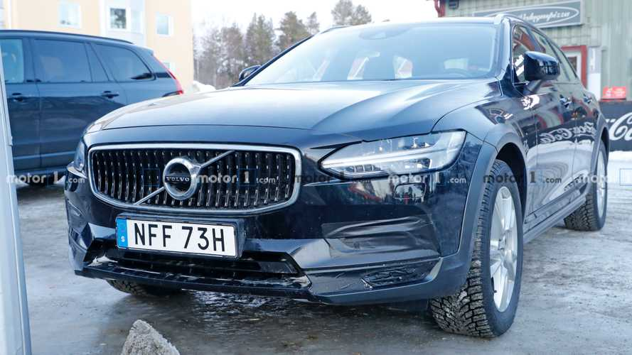 Volvo V90 Cross Country Facelift Spy Photos