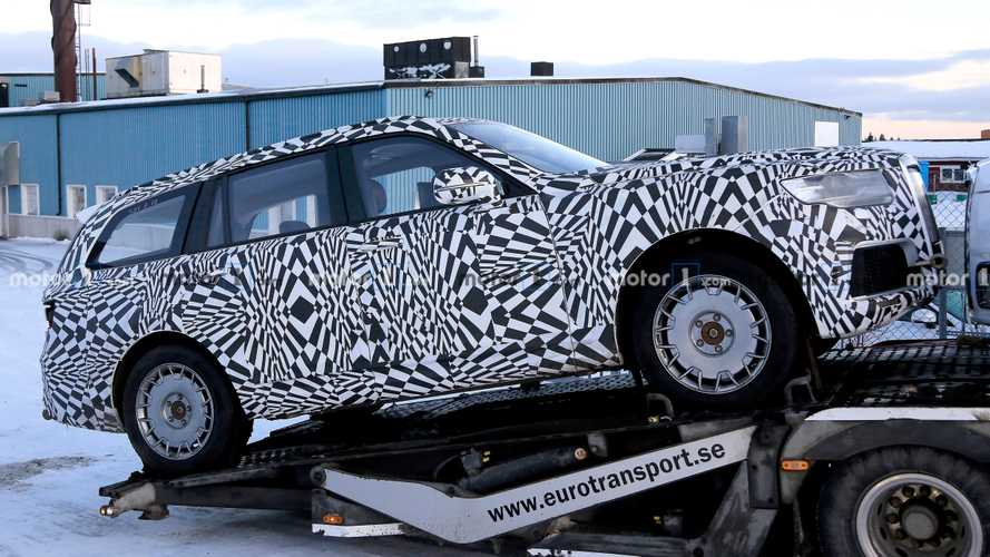 Aurus Komendant SUV spied for first time