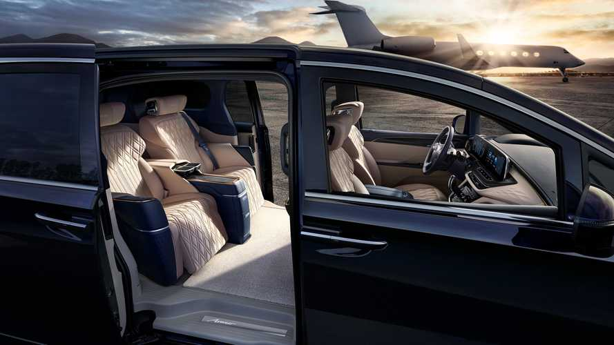Buick Launches Four-Seat Super Luxurious Minivan In China