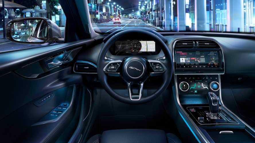"""Машины Jaguar и Land Rover будут обновляться """"по воздуху"""""""