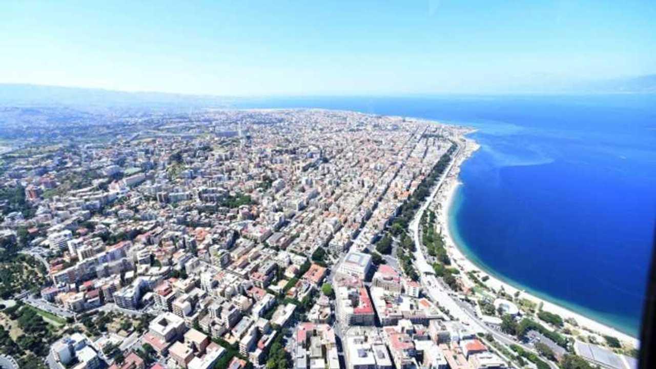 Auto elettriche a Reggio Calabria, accesso ZTL, strisce blu e altre agevolazioni