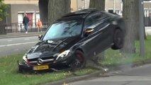 Mercedes-AMG C 63 kracht nach Drift-Debakel in Baum