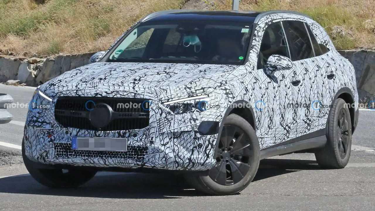 New Mercedes-Benz GLC-Class crossover spy photos.