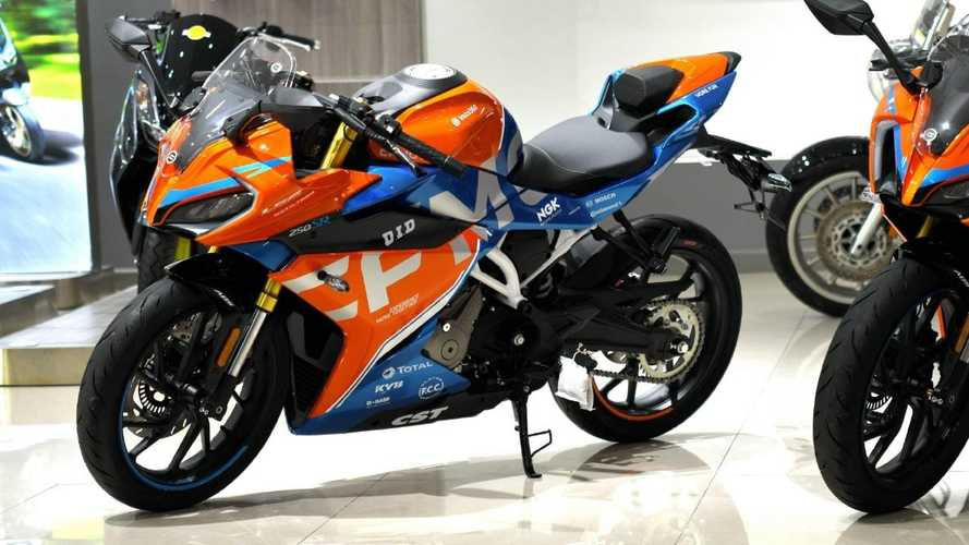 CFMoto Unveils New Race Livery For 250SR Sportbike