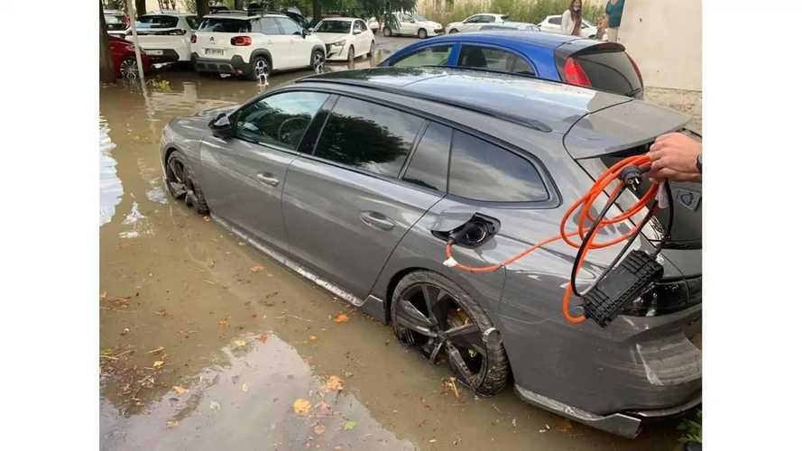 Une Peugeot 508 PSE endommagée lors des inondations