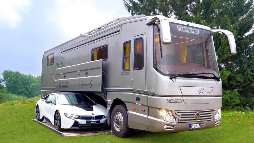 Voici le super camping-car avec garage de voiture intégré !