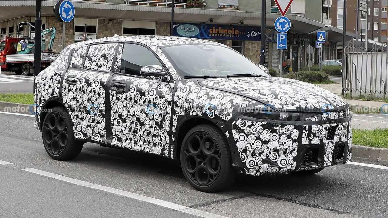 Alfa Romeo Tonale New Spy Shots