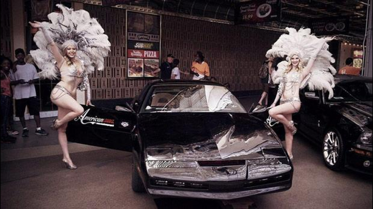 [Copertina] - Las Vegas Star Cars, incredibili foto di KITT