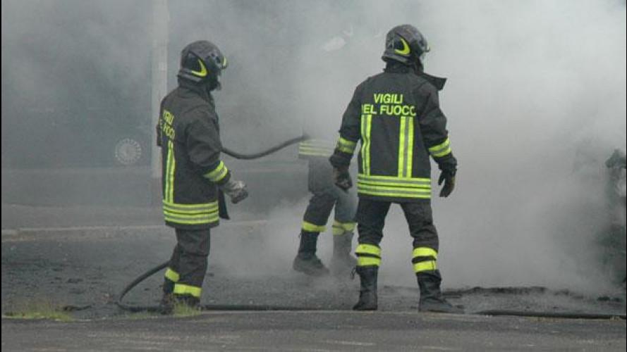L'Italia brucia: in auto senza fare danni