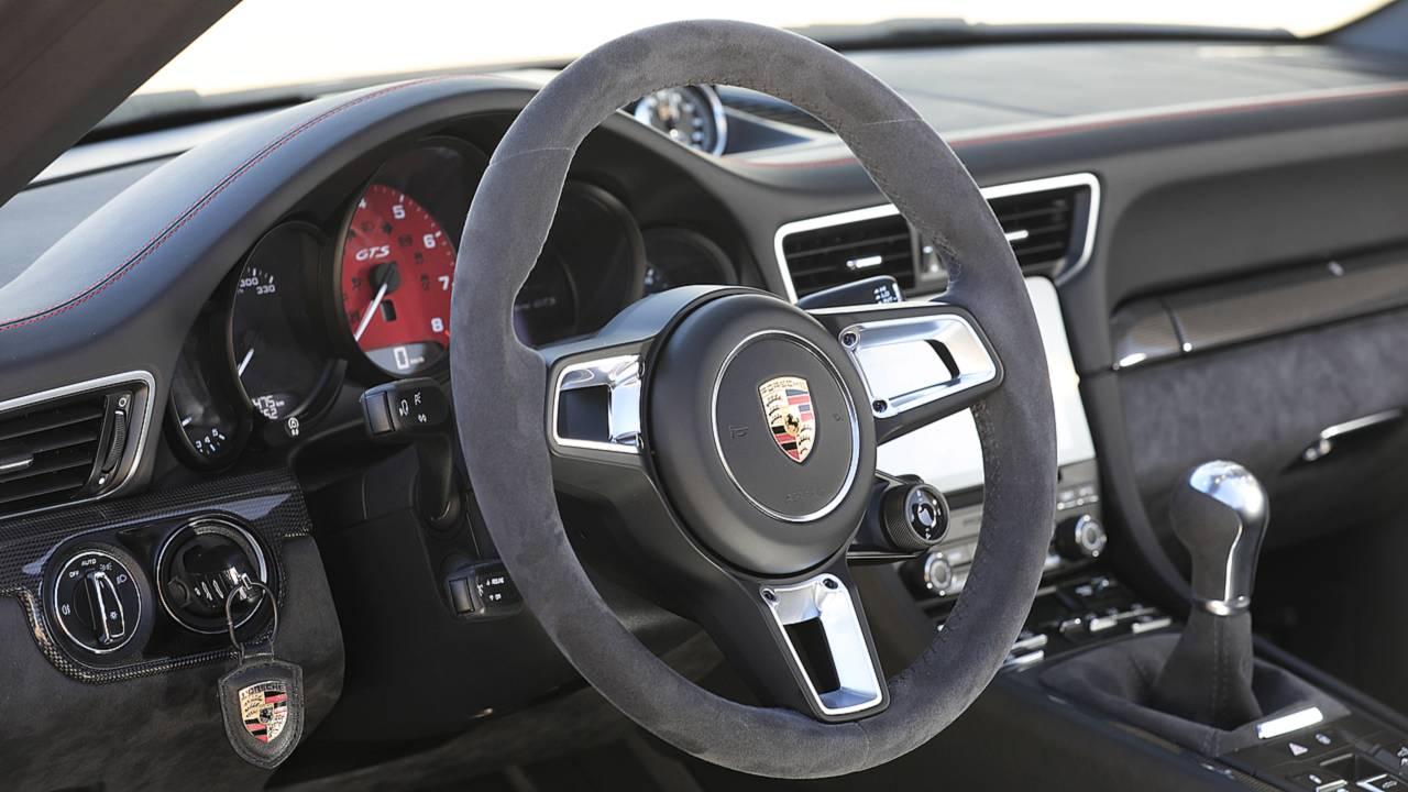 Porsche 911 GTS, gli interni