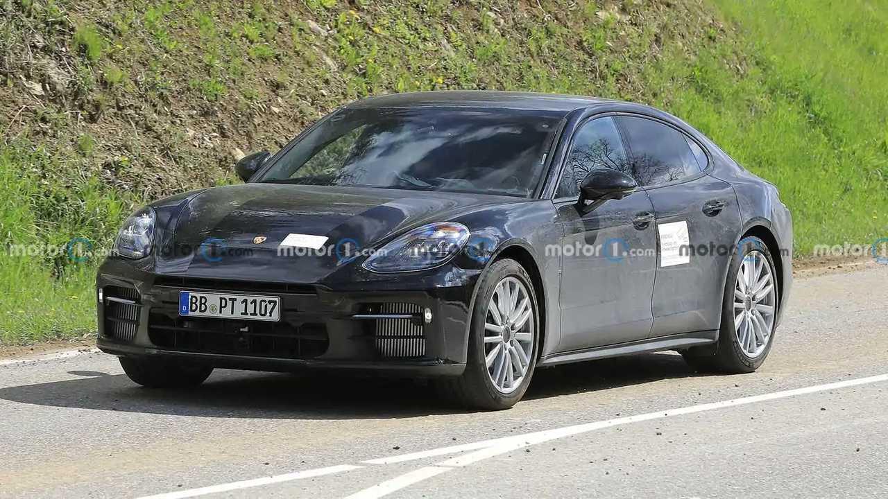 Porsche Panamera, le foto spia di una nuova versione