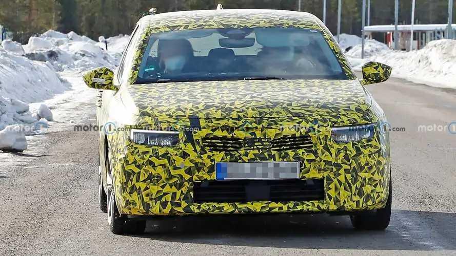 Opel Astra 2022 - flagra