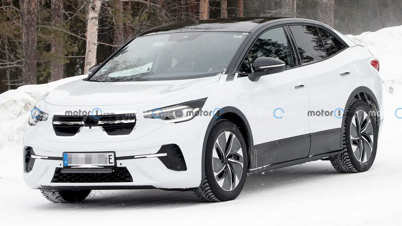 A close-up picture shows the forthcoming VW ID.5 electric crossover testing in snow.