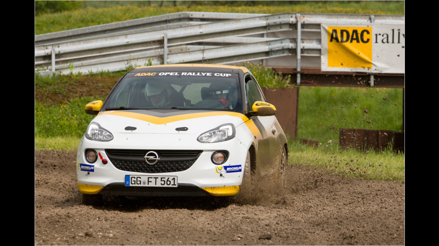 Adam als Rallye-Flitzer