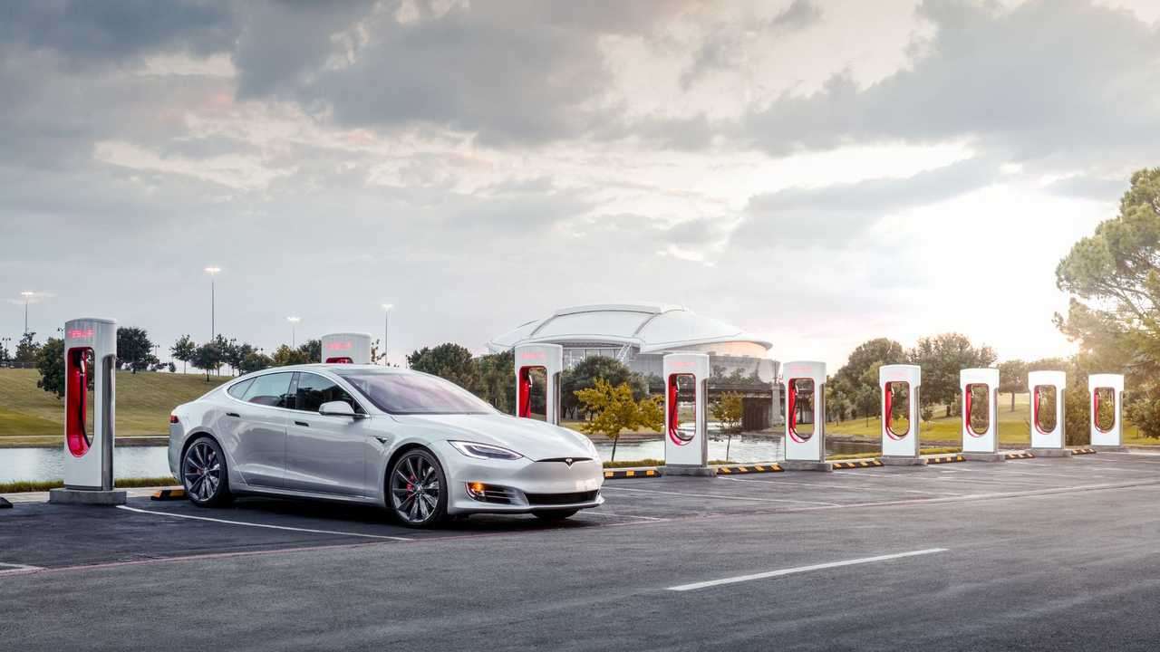Tesla Ups Supercharger Idling Fee, Adds In-Car Payment Option