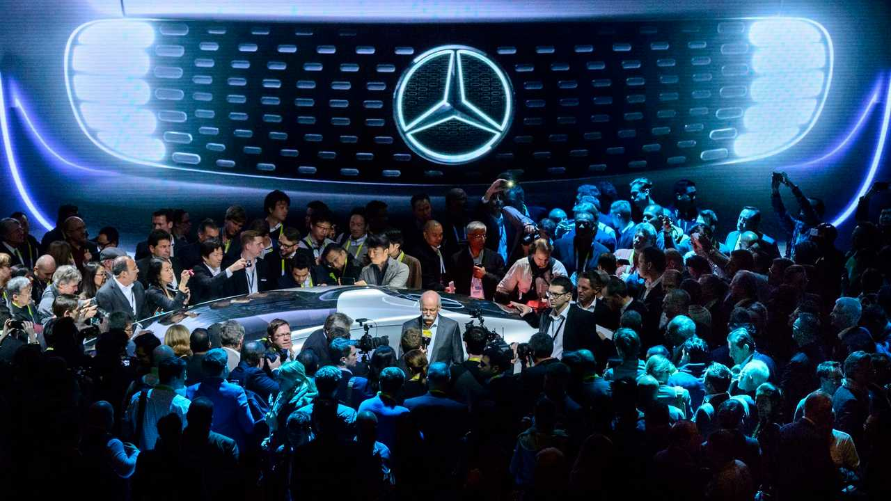 Daimler CEO Discusses Tesla, BYD, Electric Cars