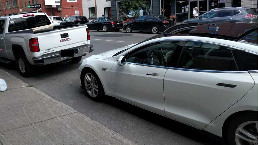 Tesla Model S Hits Truck While Automatically Parallel Parking - Video + Image