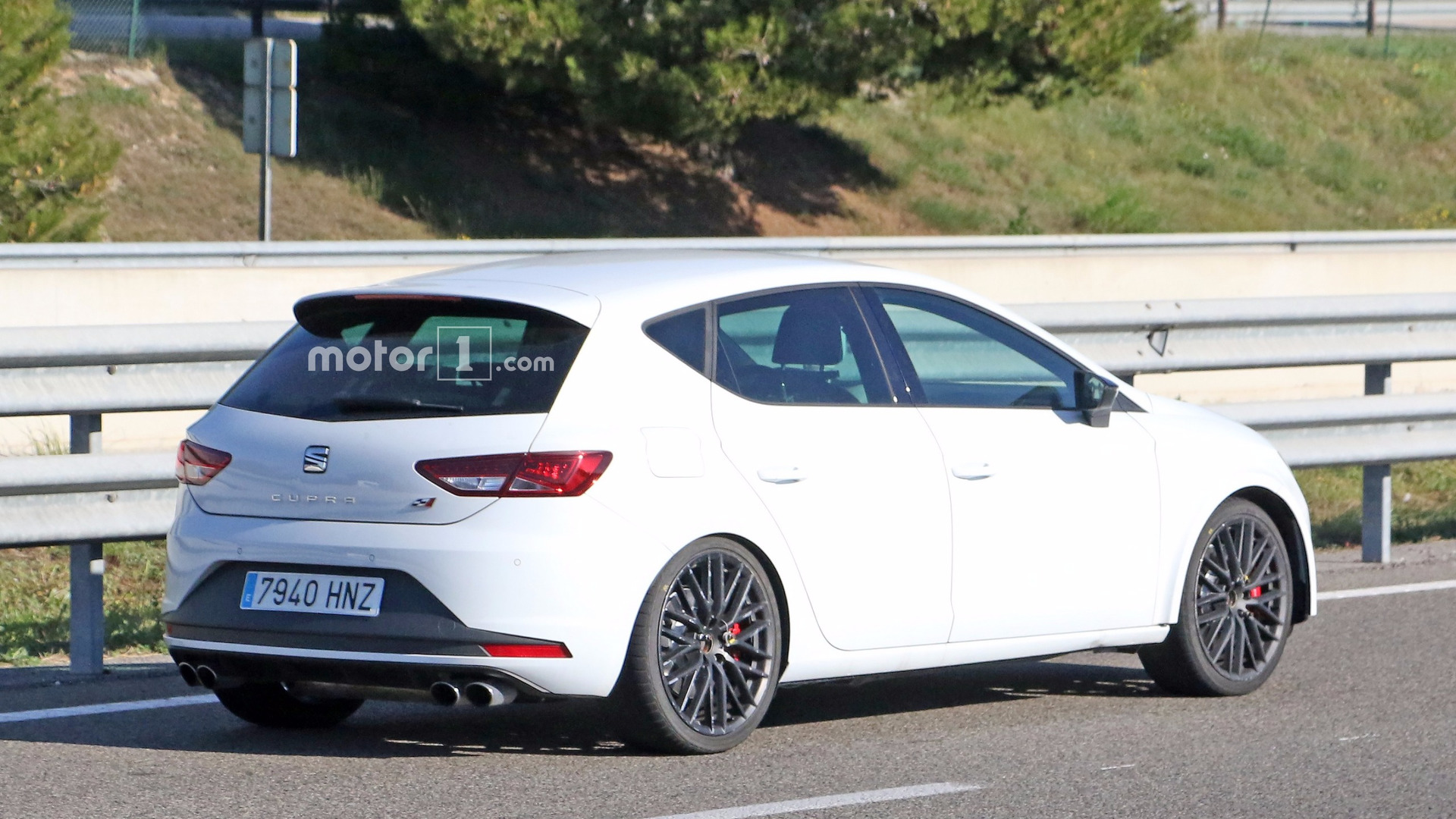 Seat Leon Cupra 2017 >> It Seems Seat Is Cooking Hotter Leon Cupra Facelift