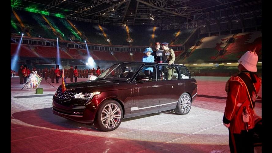 Rainha Elizabeth II utiliza novo Range Rover Híbrido pela primeira vez em cerimônia