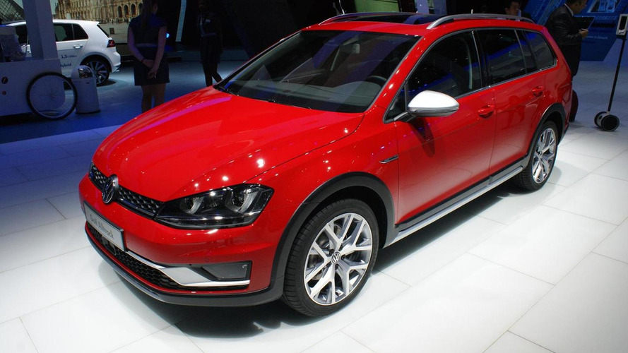 Volkswagen Golf Alltrack displays its rugged looks in Paris