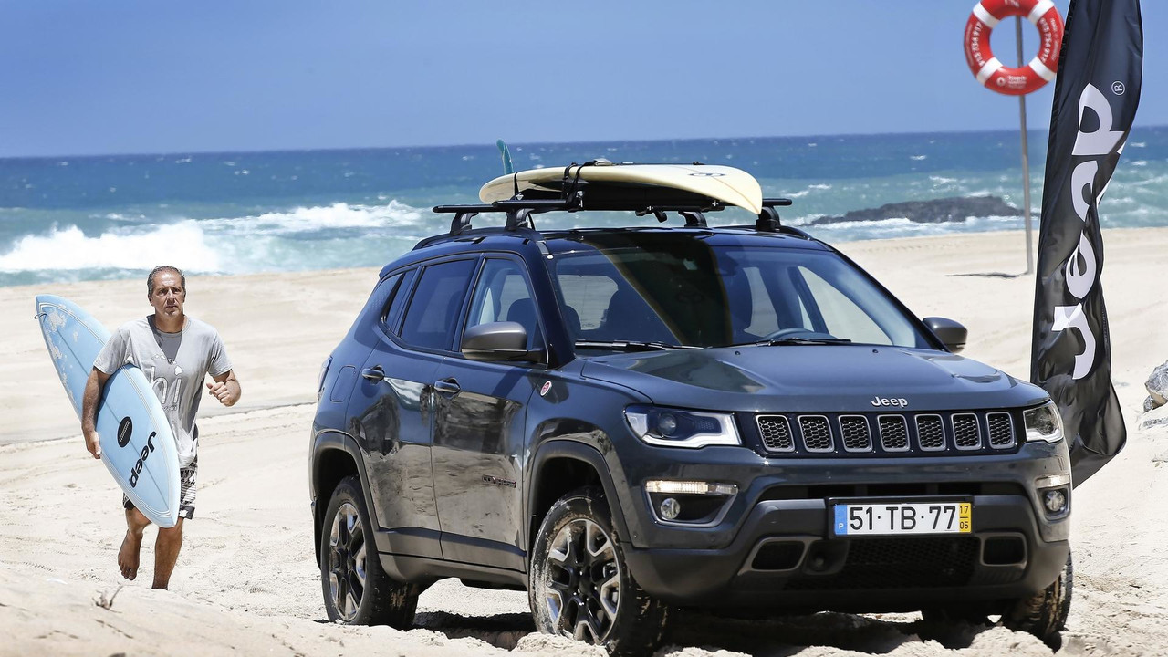 le nouveau jeep compass s 39 offre un look mopar. Black Bedroom Furniture Sets. Home Design Ideas