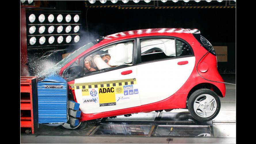 ADAC crasht Elektroauto: Mitsubishi i-MiEV sicher