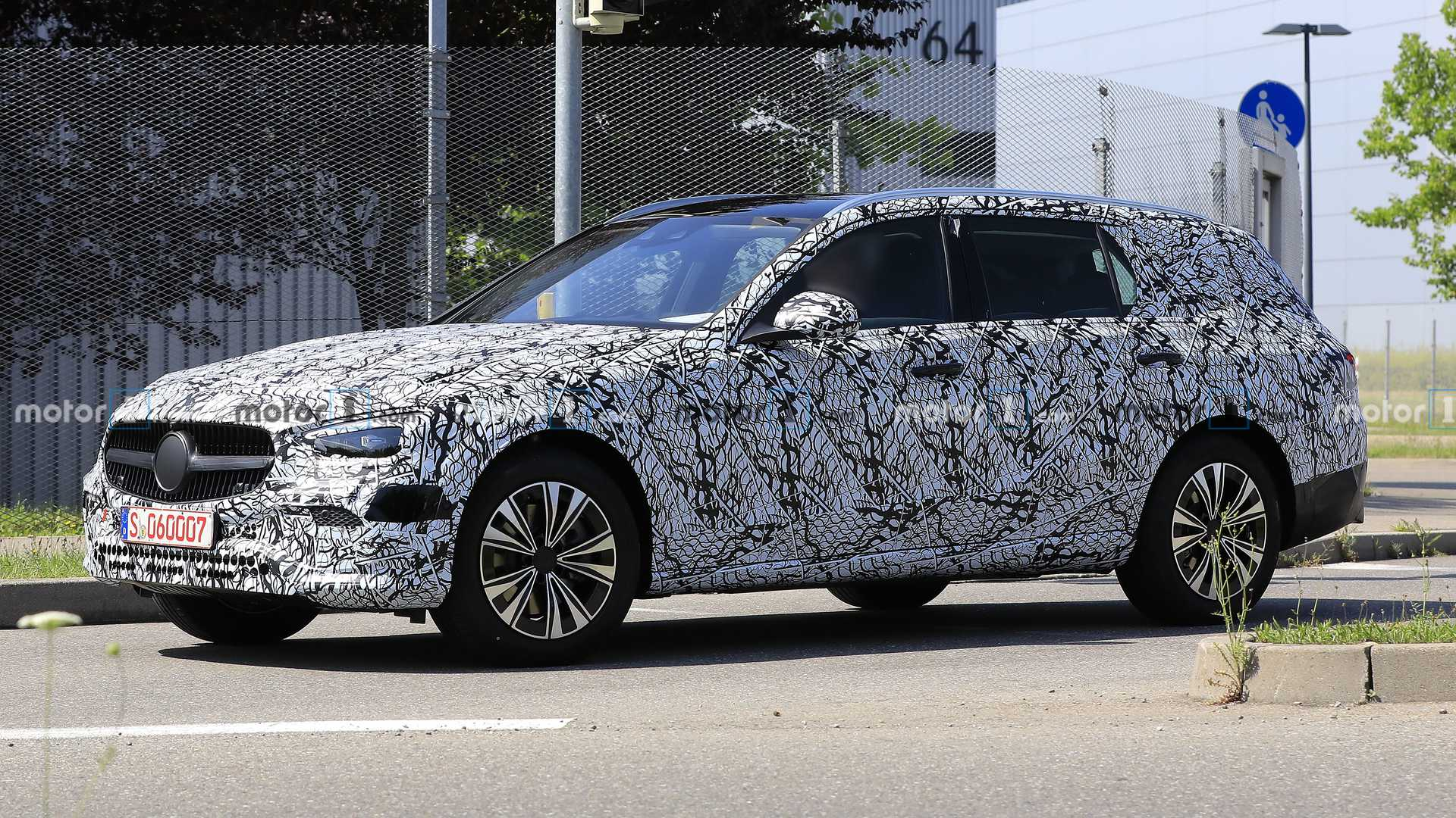 2021-mercedes-c-class-estate-spy-photo-p
