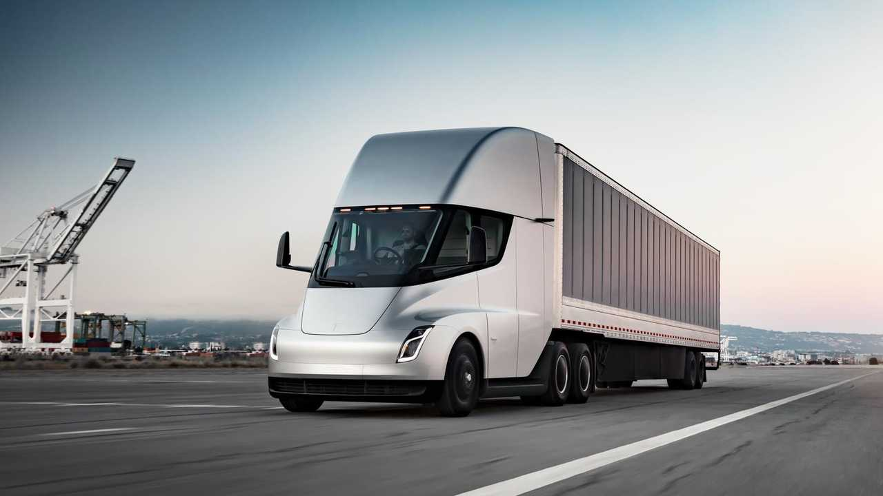 Tesla Semi to have 500-kWh battery pack