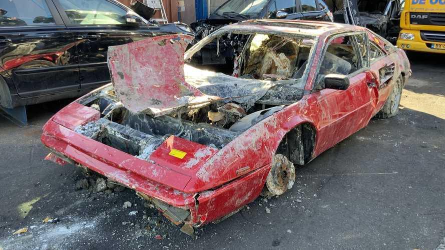 Egy évtizedekkel ezelőtt ellopott Ferrari Mondialt emeltek ki egy amszterdami csatornából
