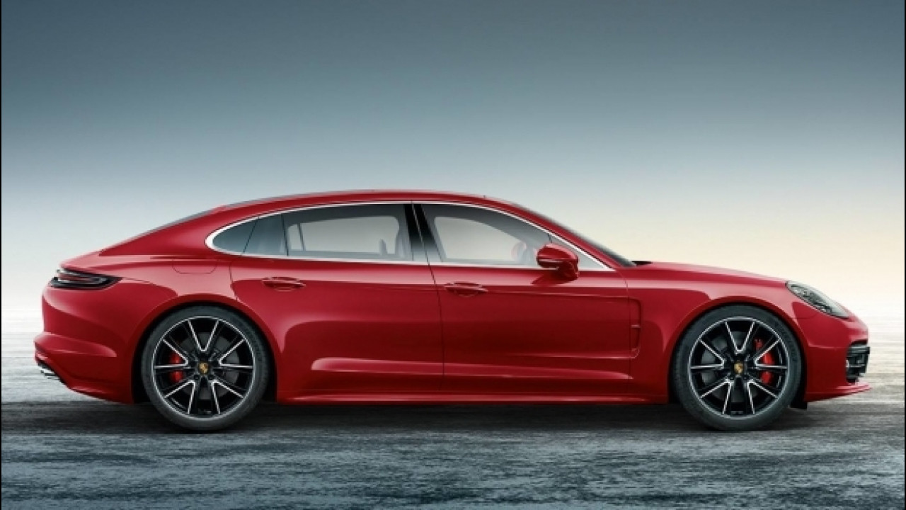 [Copertina] - Porsche Panamera Turbo Executive, rossa come Babbo Natale