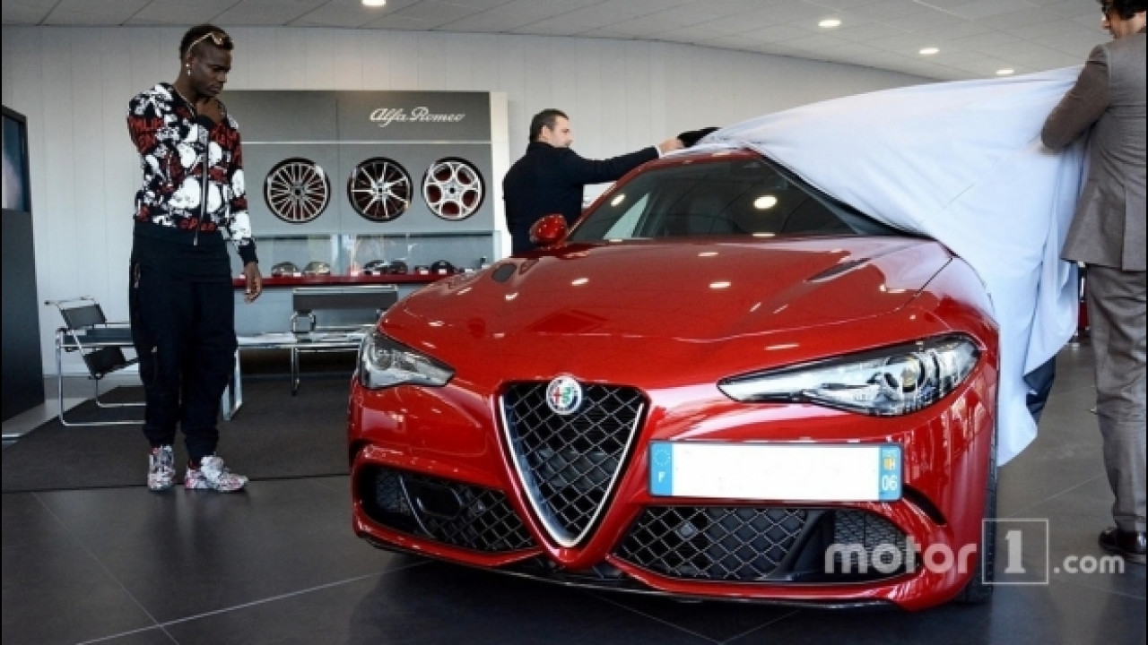 [Copertina] - L'Alfa Romeo Giulia Quadrifoglio conquista Mario Balotelli