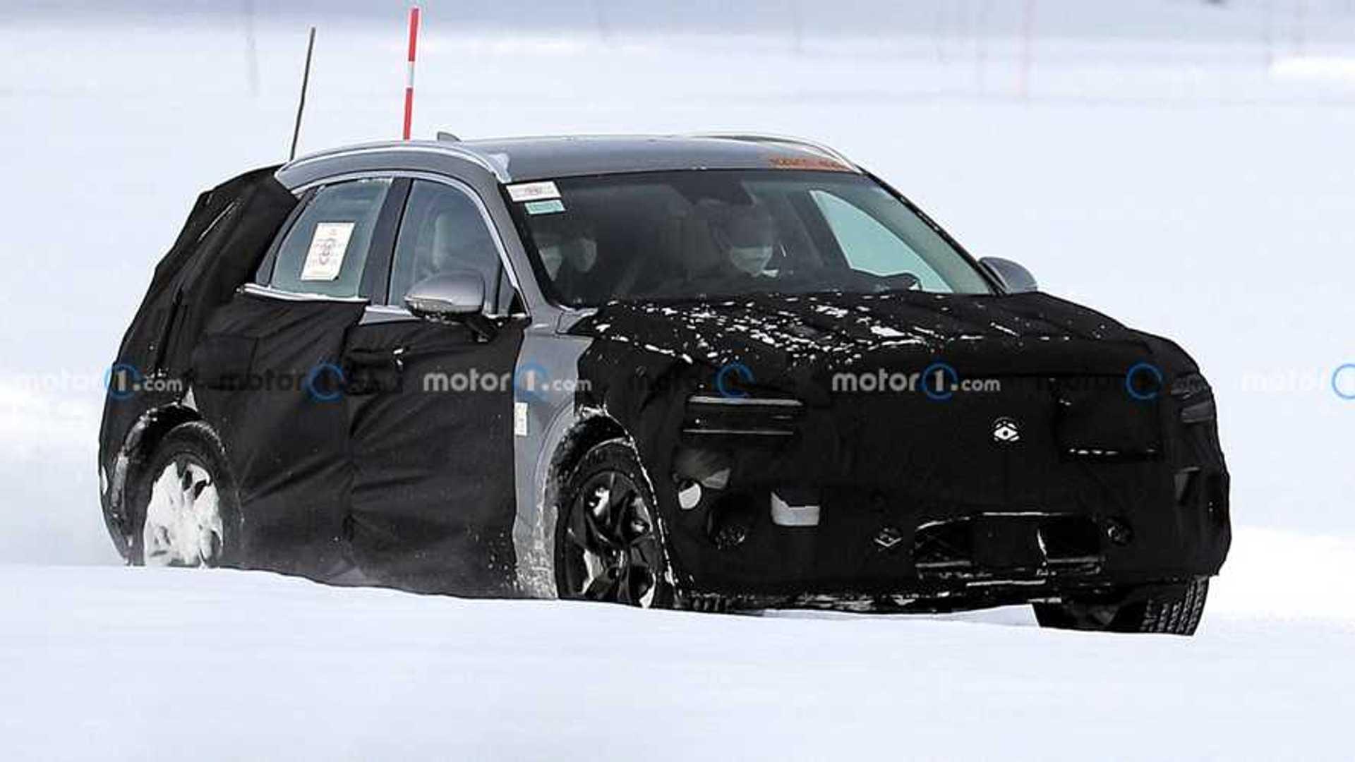 Электрический внедорожник Genesis GV70e проходит испытания в снегу