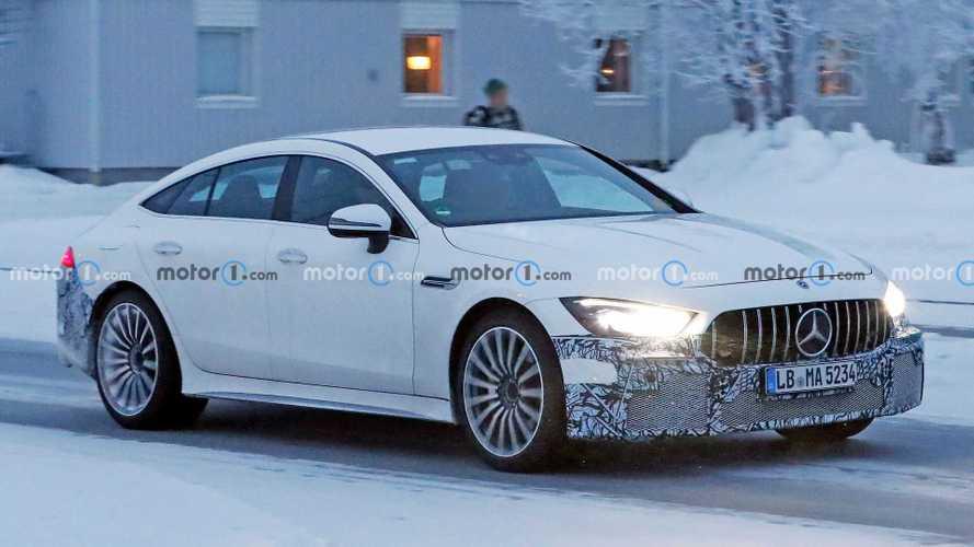 Mercedes-AMG GT73e karda oynarken görüntülendi
